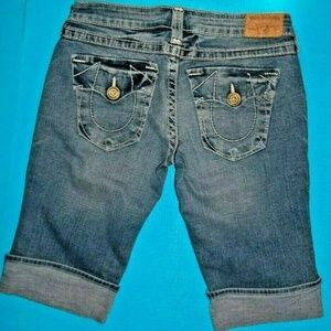 29 TRUE RELIGION SOPHIE HERITAGE BIG T KNEE SHORTS